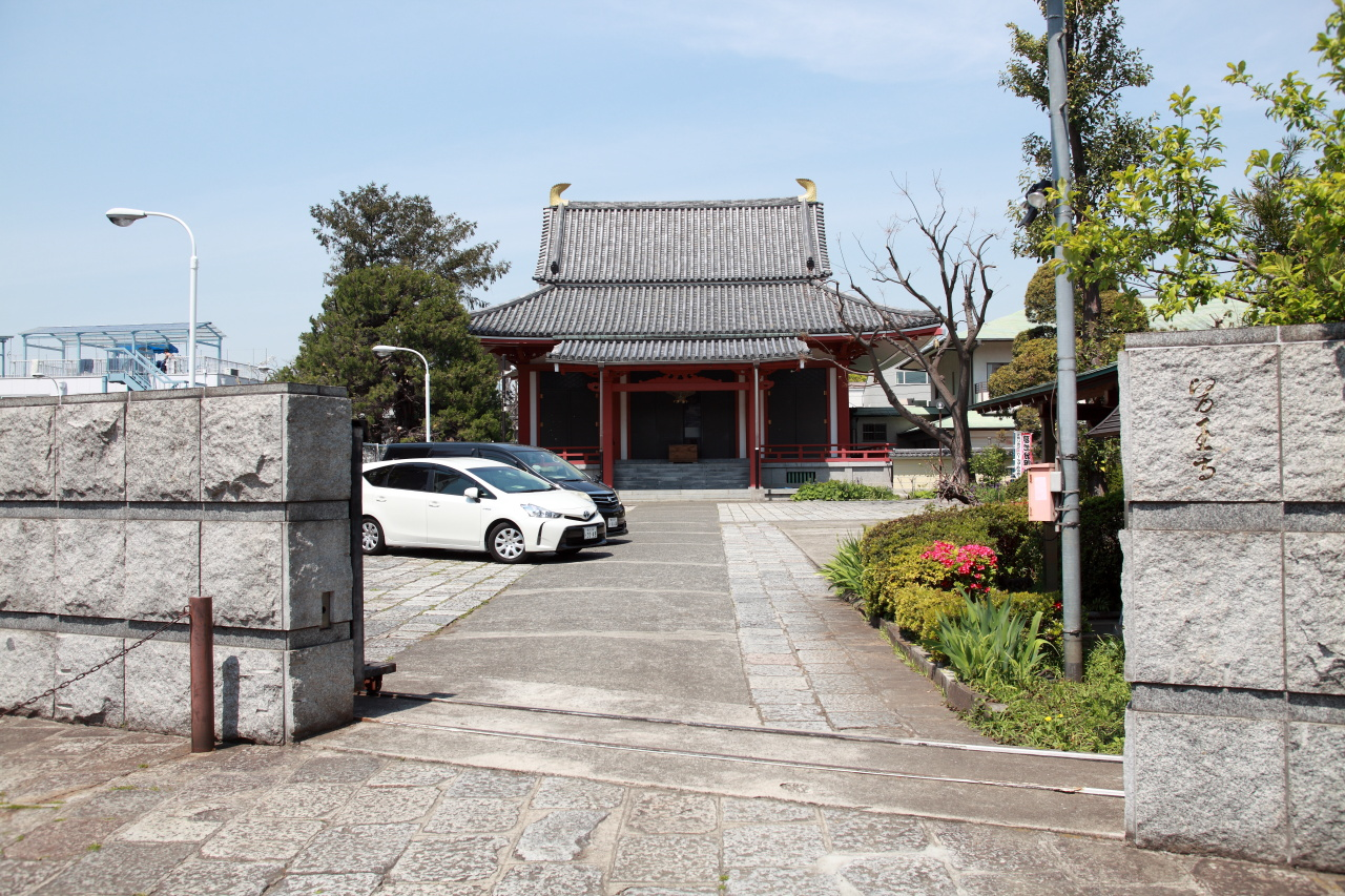 医王寺境内と本堂